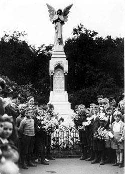 Image Poplar war memorial 1917